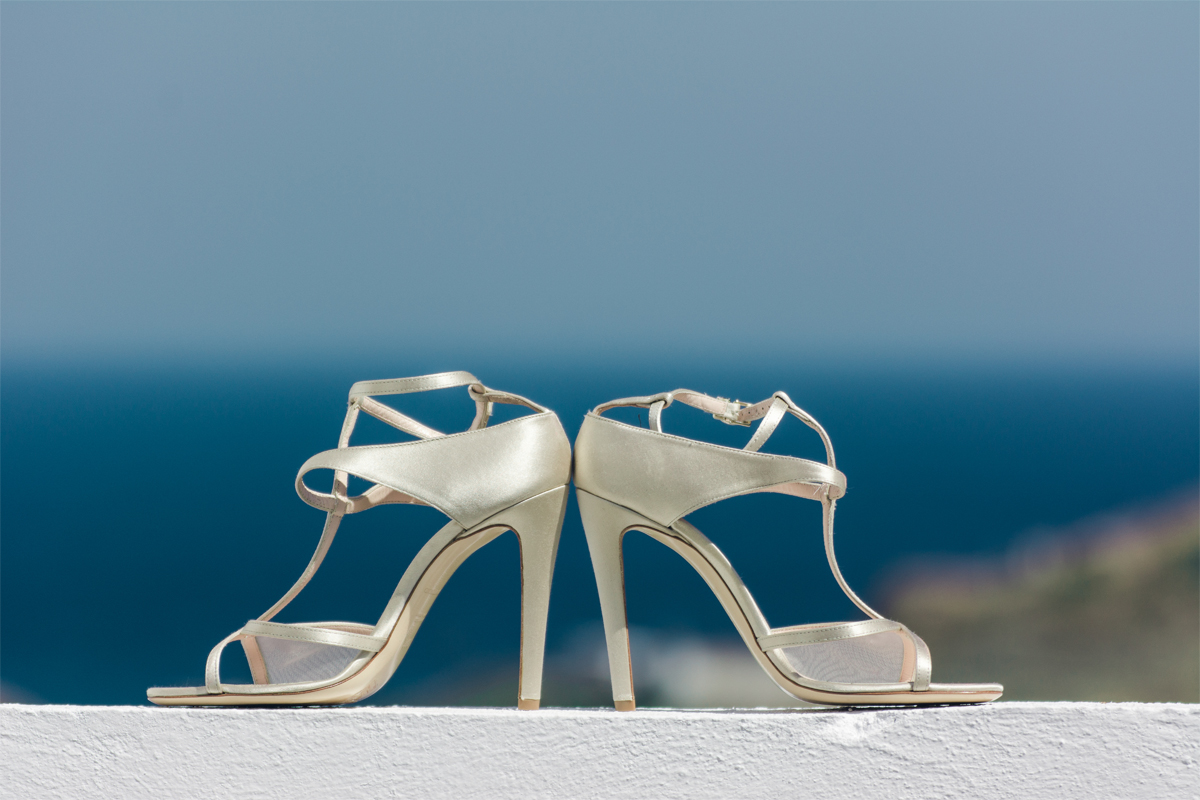 wedding skyros photogrpahy weddingphotography weddingingreece groom bride wedding dress shoes