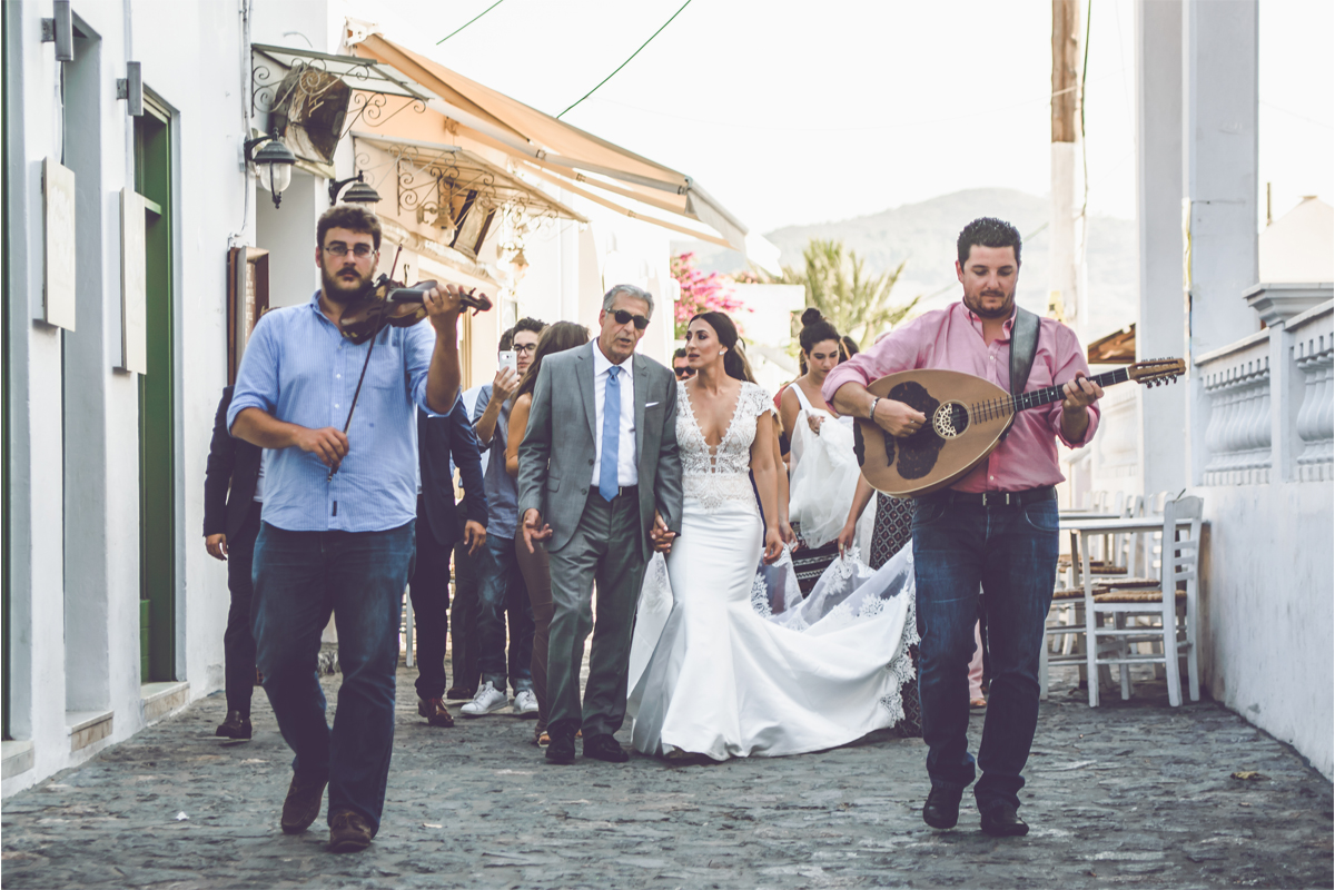wedding skyros photogrpahy weddingphotography weddingingreece groom bride wedding dress