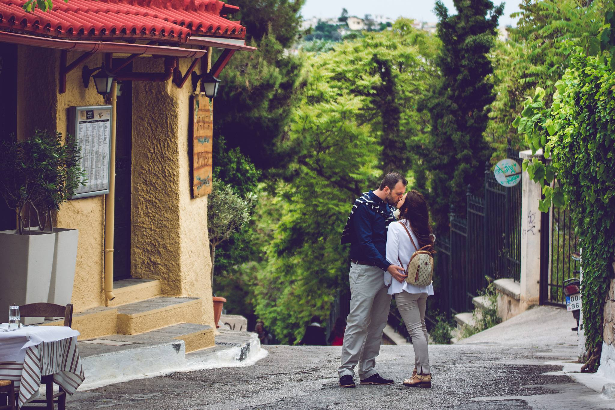 plaka anafiotika love romance wedding photography weddingskyros destination weddings preshooting
